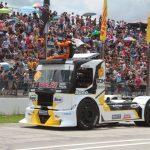 O curitibano Duda Bana no desfile dos pilotos.