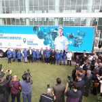 Pablo Di Si, presidente e CEO da Volkswagen América Latina, Carlos Massa Ratinho Junior, governador do Estado do Paraná, Darci Piana, vice-governador do Estado do Paraná, Ney Leprevost, secretário SEJUF, Edson Campagnolo, presidente da FIEP, professor e alunos do Senai.