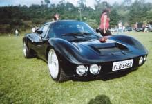 Bianco equipado com motor V8.