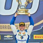 Um dia especial para Daniel Serra, com a vitória histórica na Stock Car 500.