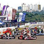 Largada da Fórmula Kart no Kartódromo de Cascavel.