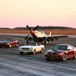 Ford Mustang 2004 edição aniversário e Mustang 1965 com P-51.