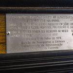 Placa no painel da primeira unidade do Fiat 147 a etanol.