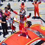 Piloto da W2 Racing comemora o título após o quinto lugar em Interlagos.