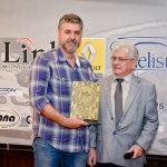 Miguel Beux foi premiado como Incentivador do Esporte por Celso Pavia.
