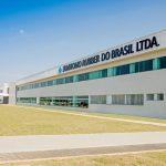 Fachada da fábrica da Sumitomo Rubber do Brasil.