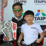 Isac e Eric Yang poderão ser campeões na tarde deste sábado em Foz do Iguaçu.