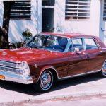 Foto de 1967 do Ford Galaxie, primeiro automovel de luxo fabricado no Brasil.