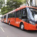 Scania apresentou novo ônibus biarticulado ao prefeito Rafael Greca.