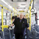 O prefeito Rafael Greca conheceu o ônibus biarticulado F 360 HA da Scania.