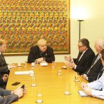 O prefeito Rafael Greca recebeu diretores da Scania do Brasil para reunião.