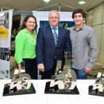 Edson Massaro com a esposa Silvia e o filho Lorenzo, também piloto participante da Cascavel de Ouro.