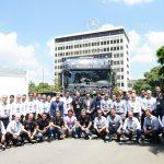 Grupo de 20 clientes de Caminhões e Ônibus no Dia D.