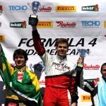 Baptista comemora vitória na corrida 1...