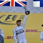 Festa de Lewis Hamilton no pódio do GP da Russia.