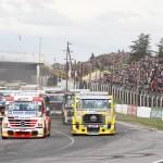 Largada do GP Brasil-Argentina, com Salustiano (55) e Totti (73) à frente.