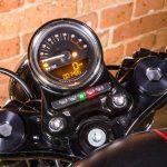 Velocímetro digital vem de fábrica nessa motocicleta.