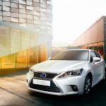 CT 200h, o primeiro hatchback híbrido de luxo do mundo, também marca presença em área Lexus criada no estande Toyota durante a exposição.